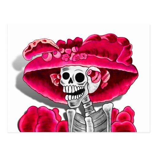 Mujer esquelética de risa en capo rojo postales