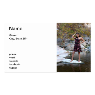 Mujer hispánica joven plantilla de tarjeta de negocio