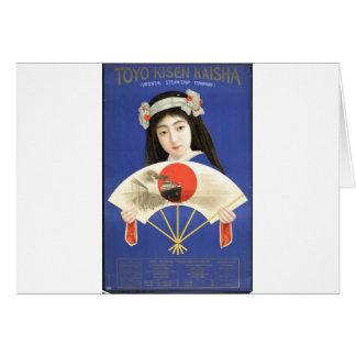 Mujer japonesa en el kimono azul que sostiene una tarjeta de felicitación