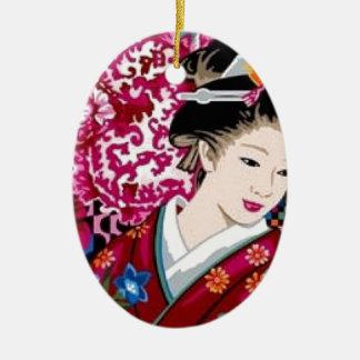 Mujer japonesa en kimono adorno navideño ovalado de cerámica