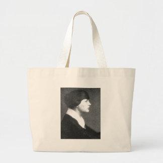 Mujer joven bolsas