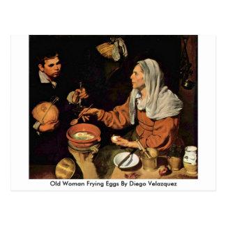 Mujer mayor que fríe los huevos de Diego Velázquez Postal