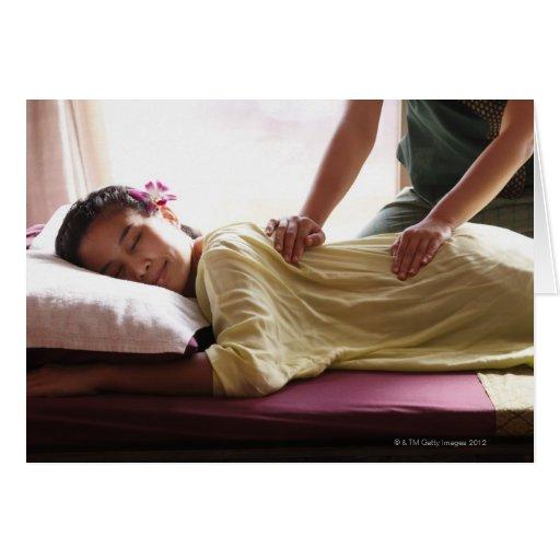 Mujer que recibe el masaje #1 tarjeton