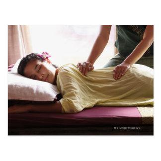 Mujer que recibe el masaje #1 postales