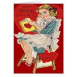 Mujer retra del vintage que cocina la tarjeta de l