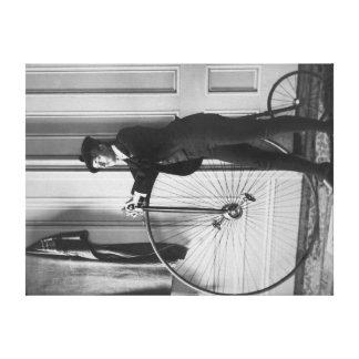 Mujer vestida como hombre con la fotografía de la  impresiones en lienzo estiradas