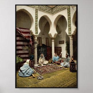 Mujeres del Moorish que hacen las alfombras Póster