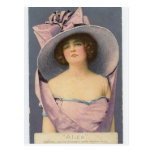 Mujeres del Victorian en postal púrpura del