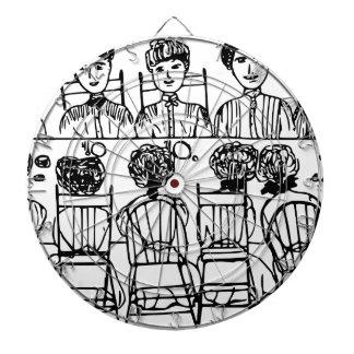 Mujeres en un fiesta de cena tablero dardos