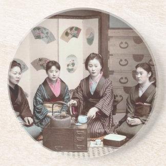 Mujeres que beben el té - geishas del japonés del posavaso para bebida