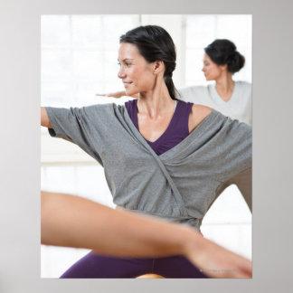 Mujeres que hacen aeróbicos impresiones