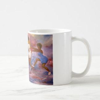mujeres que juegan la bola de la cesta taza
