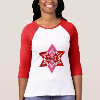 Mujeres rosadas y camiseta elegante roja de la