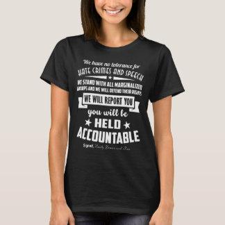 Mujeres y hombres desagradables contra crimen de camiseta