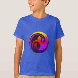 Multicolor en la camisa céltica del almácigo del