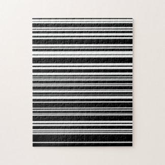 Multitudes de rayas blancos y negros desiguales puzzle