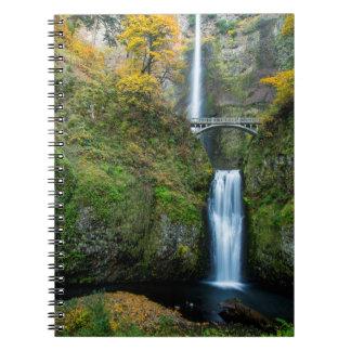 Multnomah baja en otoño en la garganta de Columbia Libros De Apuntes Con Espiral