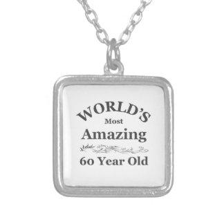 Mundo que sorprende 60 años pendiente personalizado