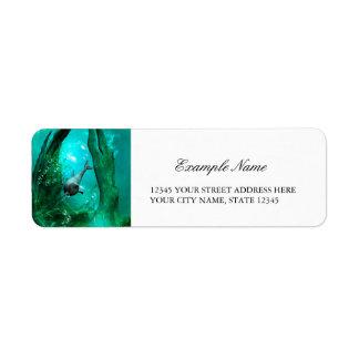 Mundo subacuático maravilloso con el delfín etiqueta de remite