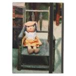 Muñeca de trapo en silla