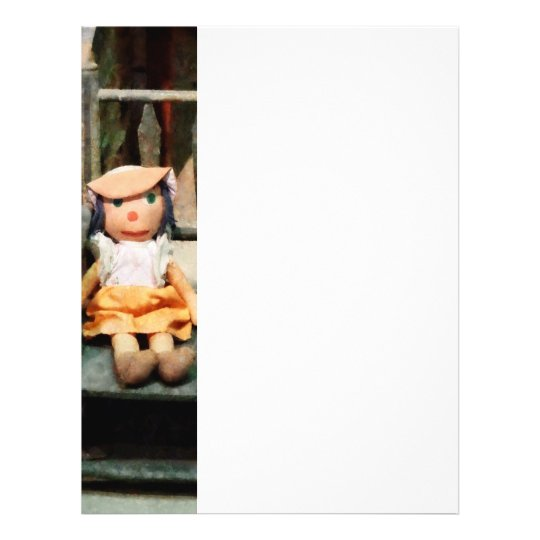 Muñeca de trapo en silla folleto 21,6 x 28 cm