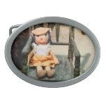 Muñeca de trapo en silla hebilla de cinturon