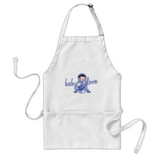 Muñeca del babooshka del amor del bebé en azul delantal
