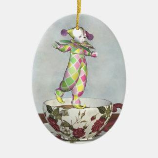 Muñeca del payaso de Pierrot que equilibra en una Ornamentos De Reyes Magos