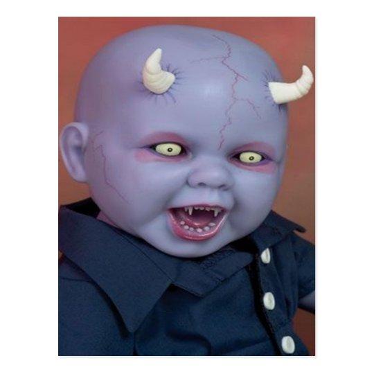Muñeca espeluznante del diablo postal
