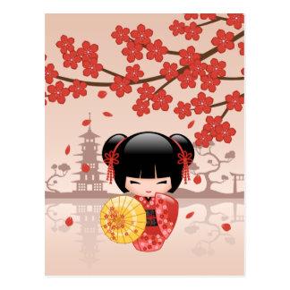 Muñeca roja japonesa de Sakura Kokeshi Postal