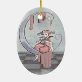 Muñeca rosada del payaso de Pierrot en una luna de Ornamento De Navidad