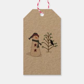 Muñeco de nieve con la etiqueta del regalo del etiquetas para regalos