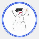 Muñeco de nieve de graduación para el pequeño pegatina redonda