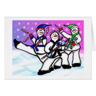 Muñecos de nieve del karate con la tarjeta de las