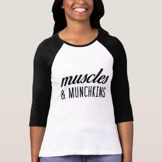 Músculos y camiseta del béisbol de Munchkins