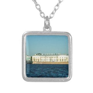 museo naval collar plateado