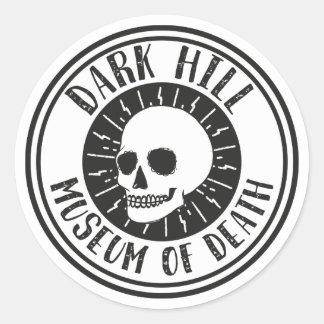 Museo oscuro de la colina del pegatina del cráneo
