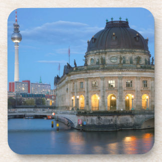 Museo presagiado y Fernsehturm en Berlín Posavasos