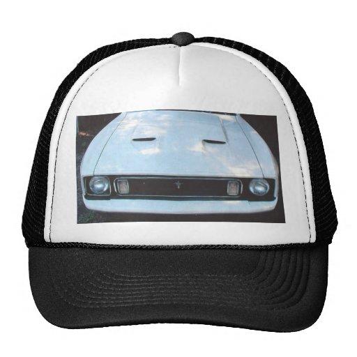 """Mustango 73"""" imagen del frontview en un gorra"""