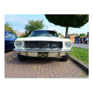 Mustango blanco clásico de Ford Postal