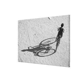 Myamar, Bagan, muchacho joven que monta una bici e Impresiones De Lienzo