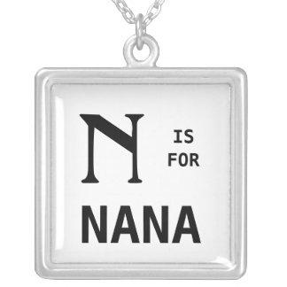 N está para el colgante del monograma de Nana con