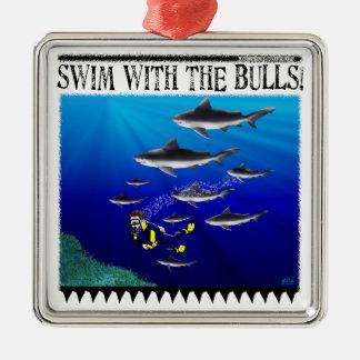 Nadada con el ornamento de los toros adorno navideño cuadrado de metal