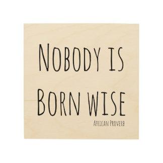 Nadie es sabio nacido impresión en madera