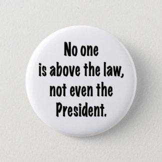 Nadie está sobre la ley chapa redonda de 5 cm