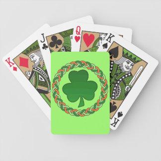 Naipes célticos irlandeses del verde del trébol barajas