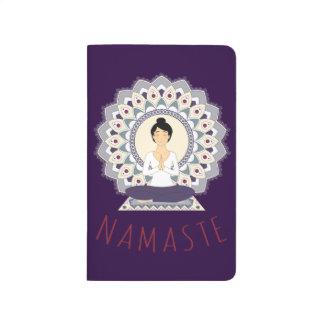 Namaste en la actitud de Lotus - cuaderno de la