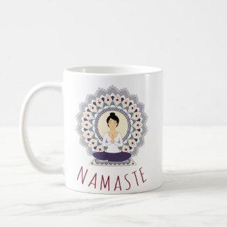 Namaste en la actitud de Lotus - taza de la mujer