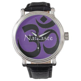 Namaste y reloj del símbolo de OM