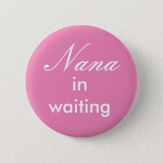 Nana en botón que espera